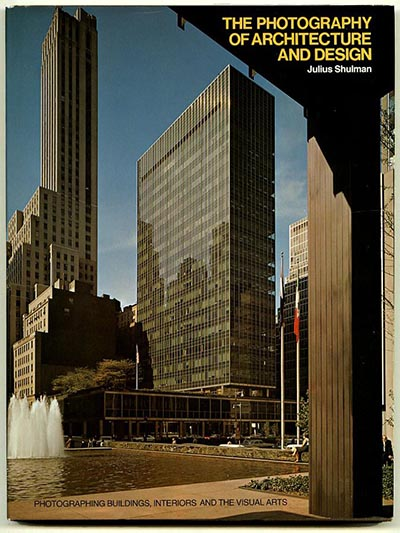 Shulman, Julius : THE PHOTOGRAPHY OF ARCHITECTURE AND DESIGN. New  York/London: Whitney Library of Design/The Architectural Press, 1977.